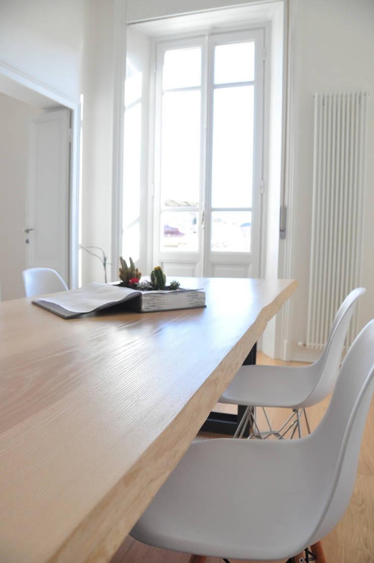 Ristrutturazione Appartamento Liberty:  in stile  di Valeria Sdraiati