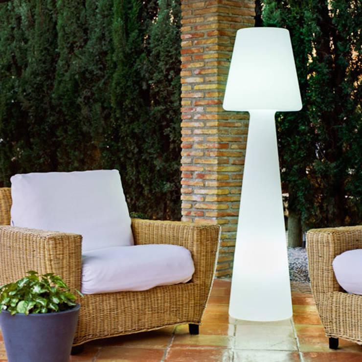 Lampadaire Casa Light 165cm sur secteur pour l'extérieur: Balcon, Veranda & Terrasse de style  par Ecreativ