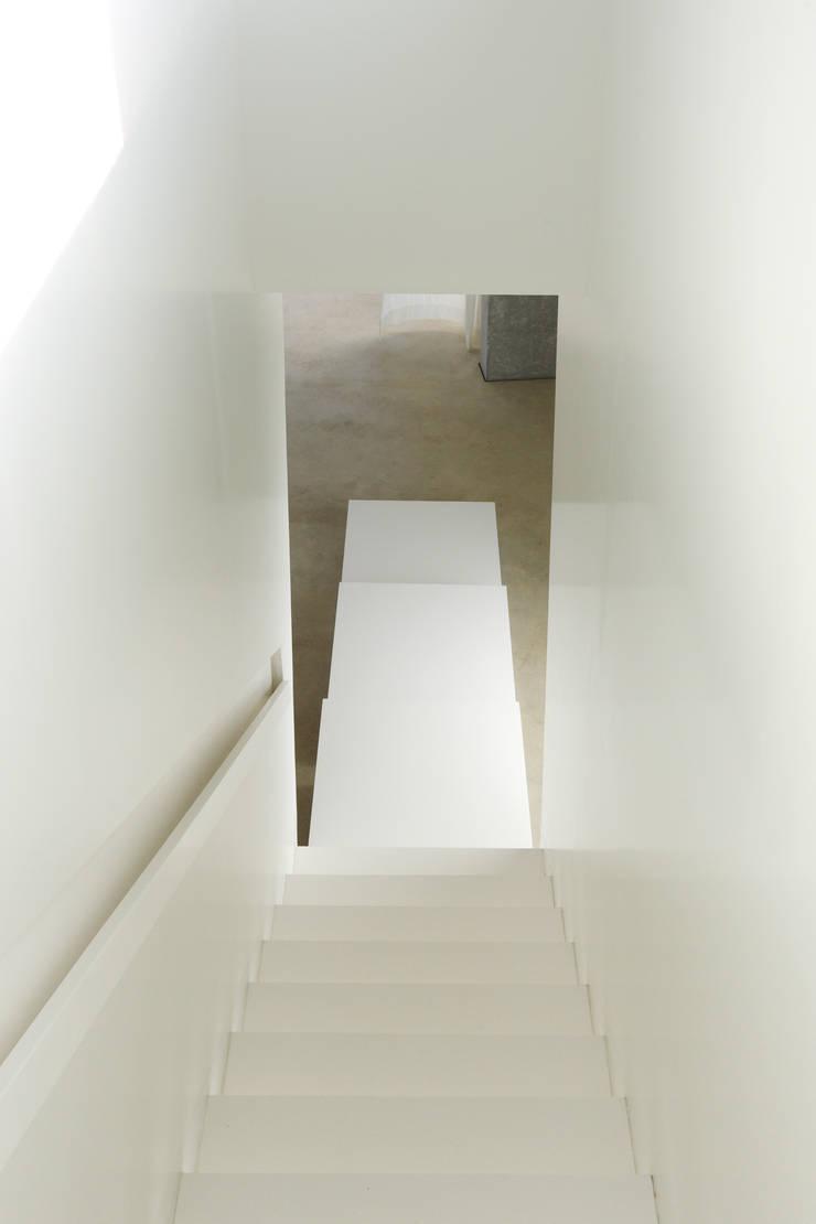 H' House:  Gang en hal door Wiel Arets Architects