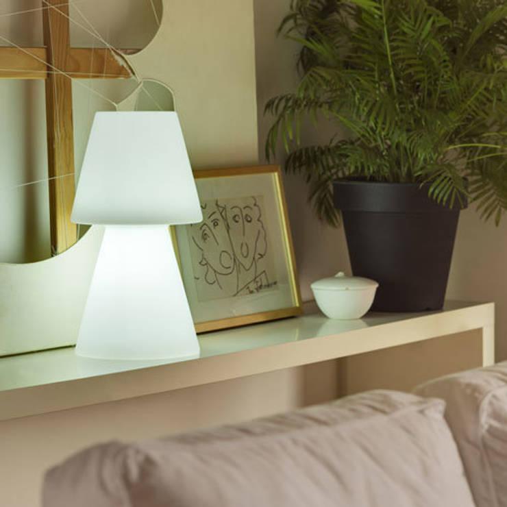 Lampe à poser Casa Light 45cm Led sans fil avec télécommande pour l'intérieur ou l'extérieur: Balcon, Veranda & Terrasse de style  par Ecreativ