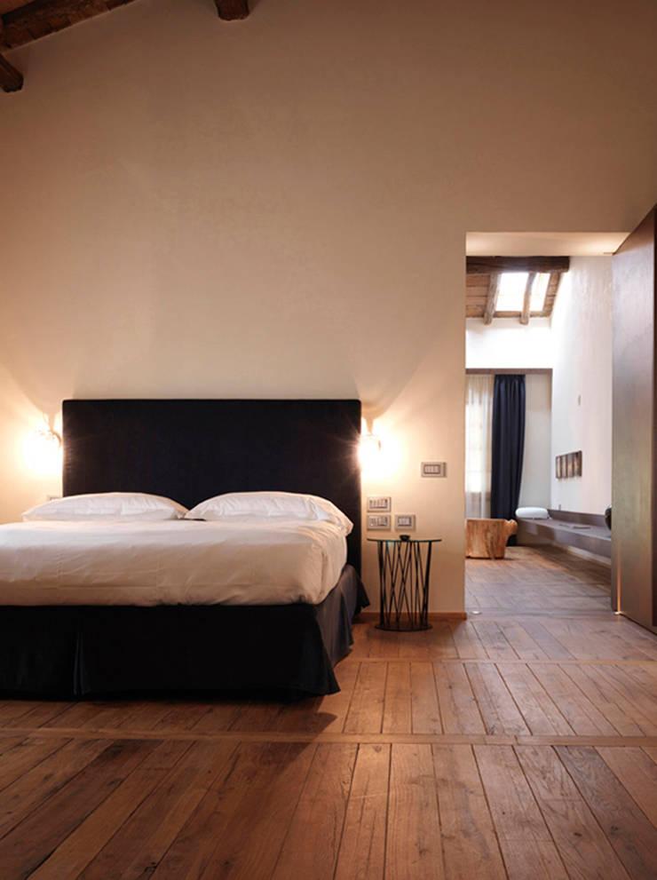 Hotel Mulino Grande: Hotel in stile  di Studio Tesei, Moderno