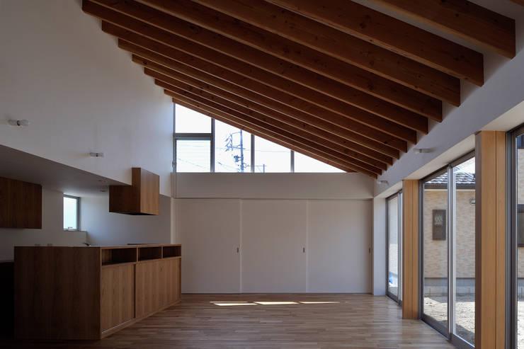稲沢の家: 彦坂昌宏建築設計事務所が手掛けたダイニングです。,モダン