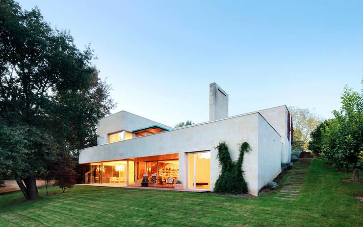 Casa en Mungia: Casas de estilo moderno de Hoz Fontan Arquitectos