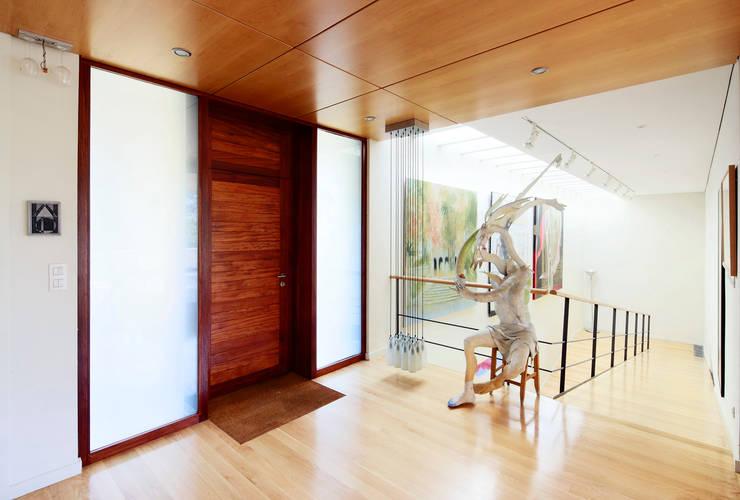 Pasillos y vestíbulos de estilo  por Hoz Fontan Arquitectos