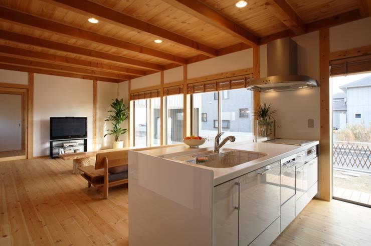 Kitchen by 三宅和彦/ミヤケ設計事務所, Asian