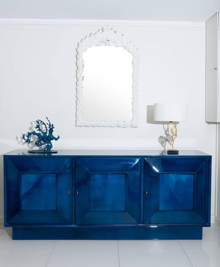 Buffet en laque bleu nuagé (laque De Beka), interieur en bois de sycomore : Art de style  par BDV Deco et Dany Art design
