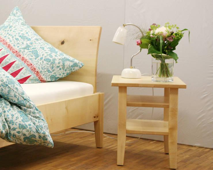 classic Bedroom by material + keramik