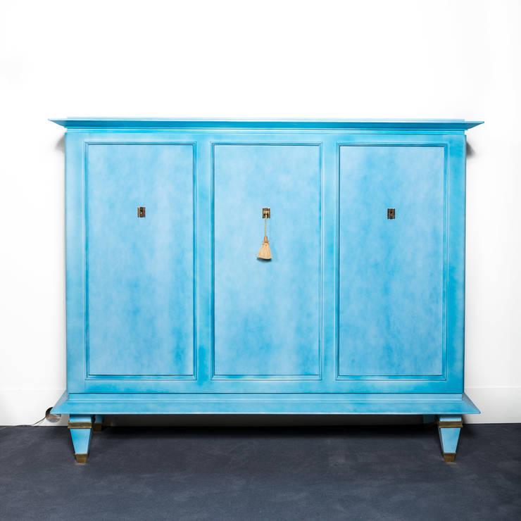 Cabinet En laque bleu nuagé, réalisé par la maison Dominique (André Domin et Marcel Genevrier) circa 1940.: Art de style  par BDV Deco et Dany Art design