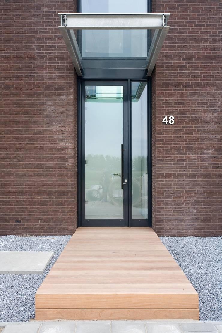 Nieuwbouwontwerp exterieur & interieur:   door Bart van Wijk interieurarchitectuur