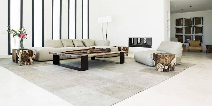 Villa Montesol, Ibiza:  Wohnzimmer von STUDIO JAN WICHERS
