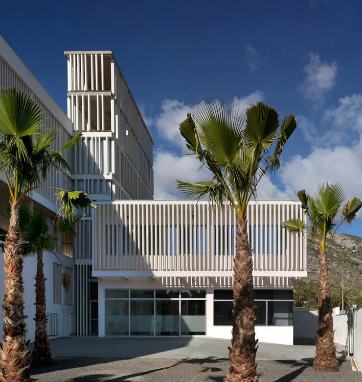 Acceso principal: Casas de estilo  de Espegel-Fisac architects