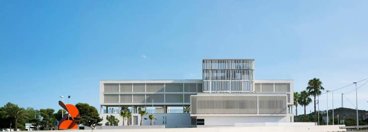 Alzado principal: Casas de estilo  de Espegel-Fisac architects