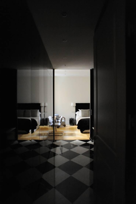 Reforma completa de una vivienda en el Bº de Salamanca, Madrid.:  de estilo  de GRUPO CUARENTA