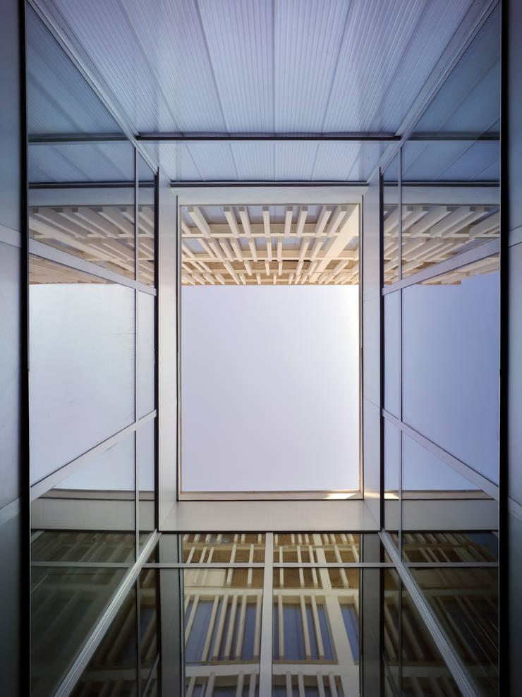 Patio: Casas de estilo  de Espegel-Fisac architects