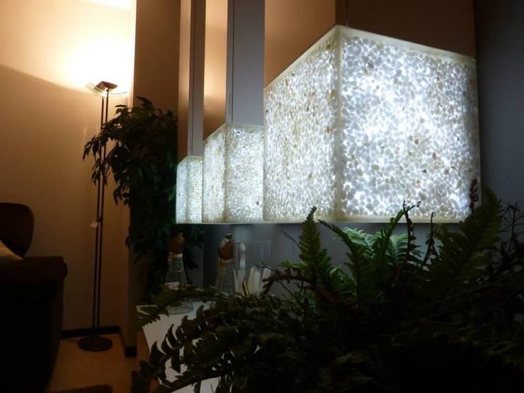 Mueble de salón iluminable: Comedor de estilo  de Arista Mobiliario