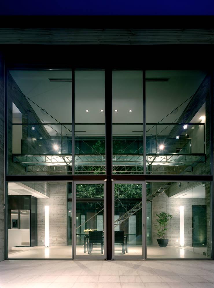 桜並木の家: FUJIYOSHI HIDEKI ARCHITECTS INCが手掛けた家です。