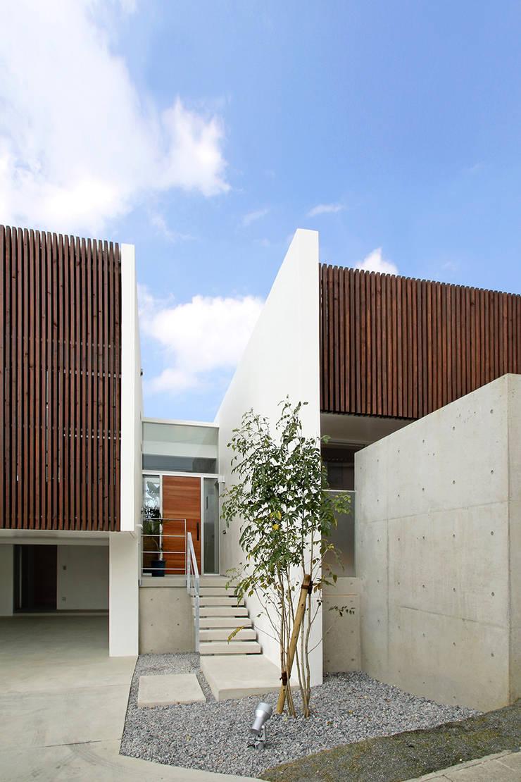 ファサード: InOUT architects/インアウトアーキテクツが手掛けた家です。