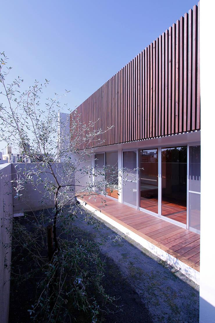 外観2: InOUT architects/インアウトアーキテクツが手掛けた家です。