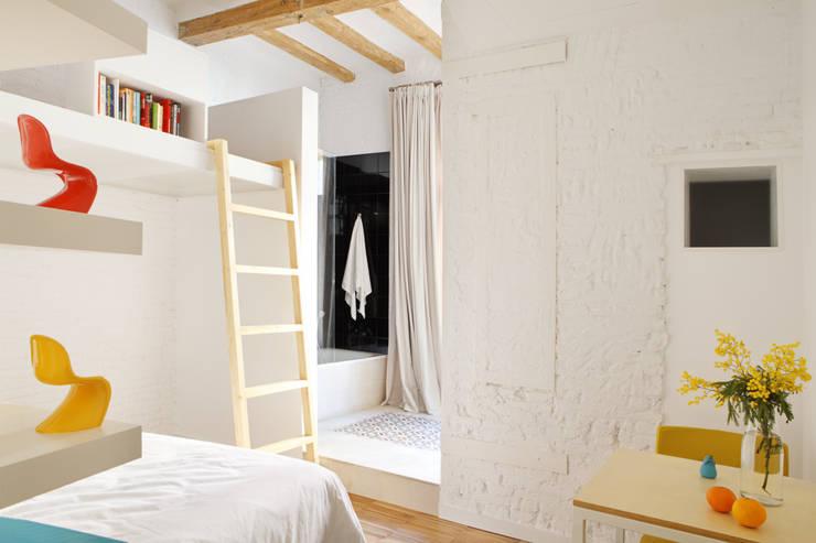 PISO SALVA46: Baños de estilo  de Miel Arquitectos