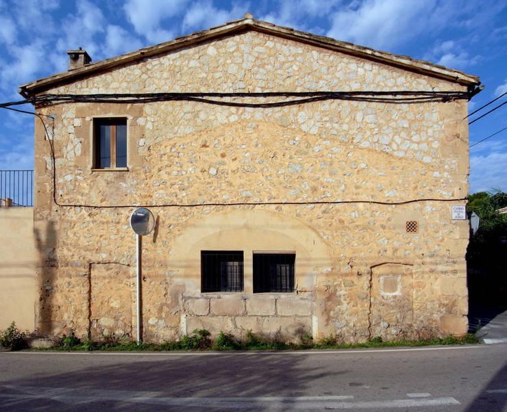 CASA CAN FOGARADA: Casas de estilo  de Miel Arquitectos