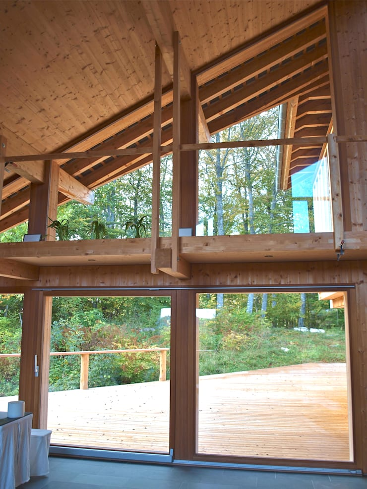 Villa Nature – Jura Suisse: Maisons de style  par Mueller Concept
