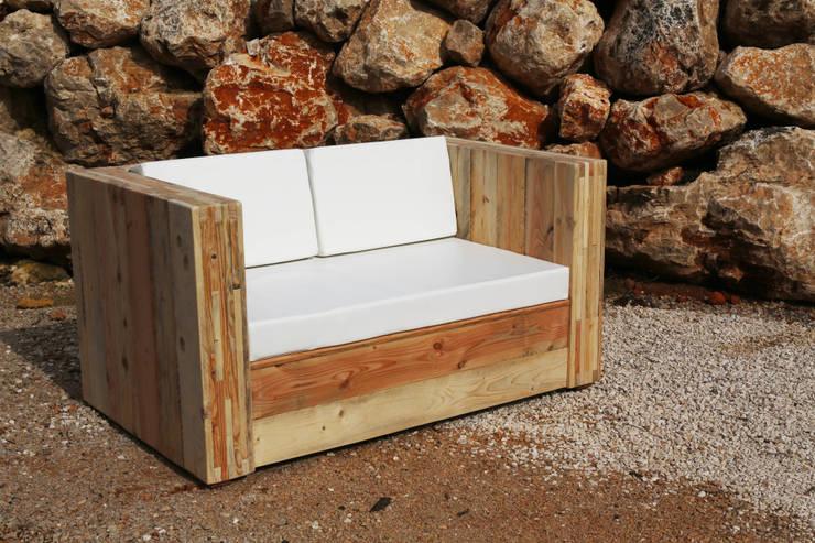 Canapé KUBB TWO: Salon de style  par Wood BC