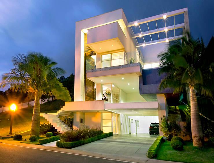 Porto Riviera – A: Casa  por Canisio Beeck Arquiteto