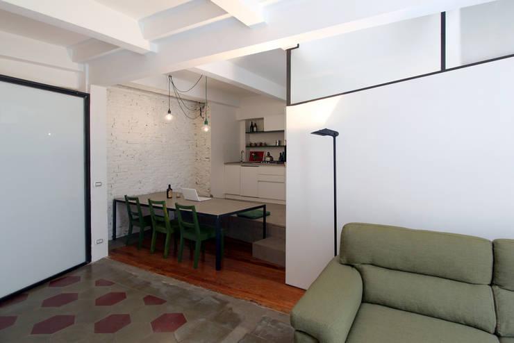 Abitazione a San Salvario:  in stile  di diegogiovannenza|architetto