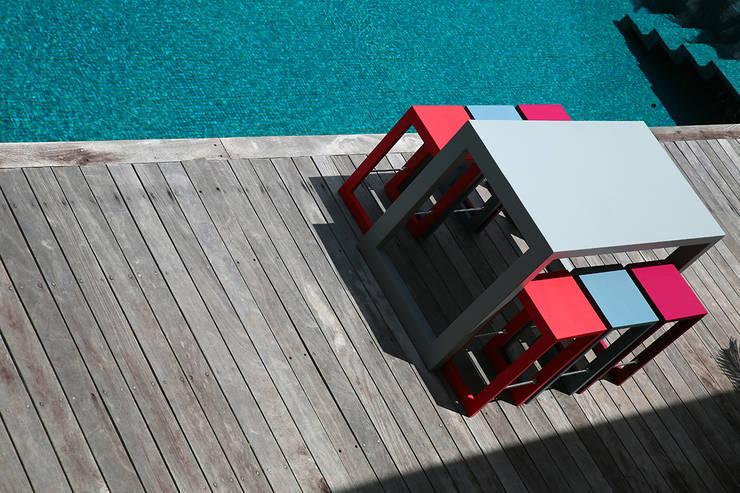 Une maison sur les hauteurs de Tahiti by Nathalie de H:  de style  par Interieur Design Tahiti