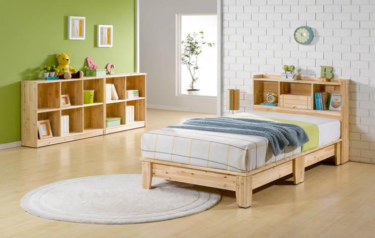 삼나무 원목 헤드수납형 침대: 심서방가구의  침실