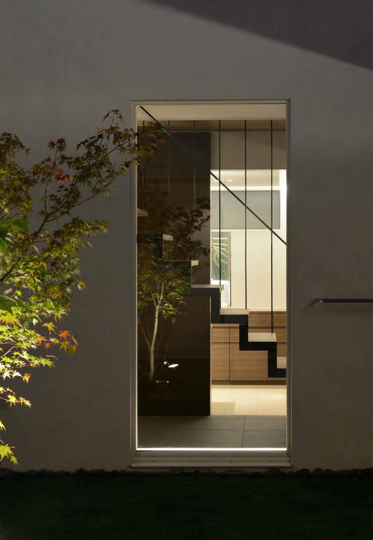 凹 [ou]: 半谷彰英建築設計事務所/Akihide Hanya Architect & Associatesが手掛けた家です。