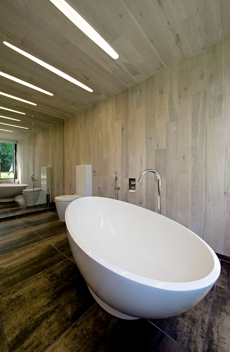 Bathroom:  Bathroom by BACA Architects