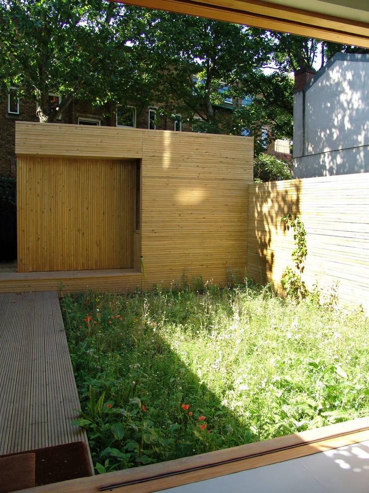 Khan House, Islington:   by DRDH Architects