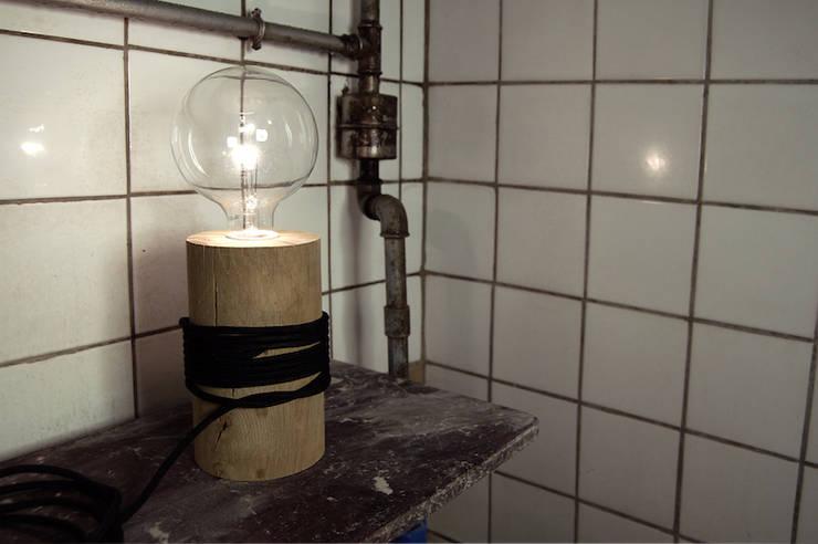 log lamp: Maison de style  par maurice&mariette