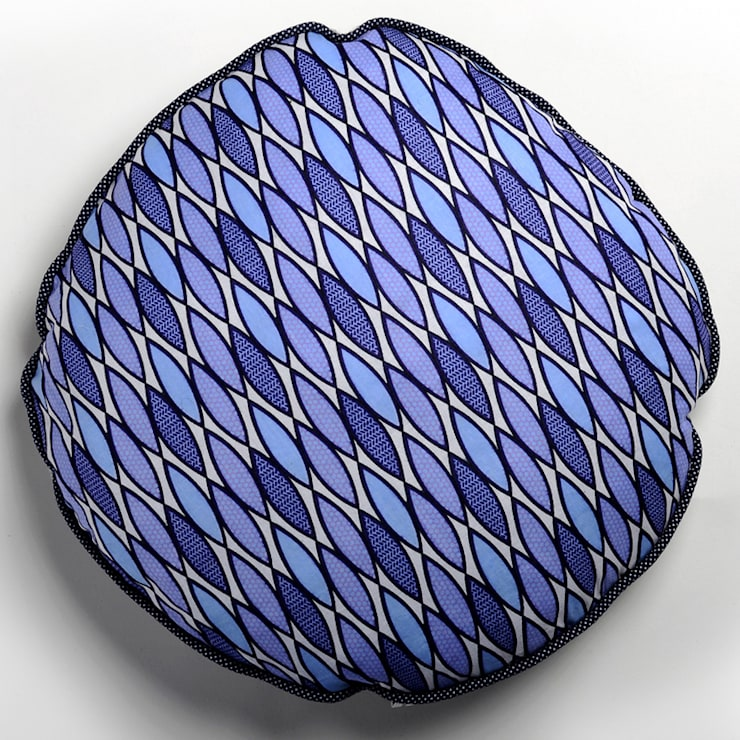 Coussin rond mini wax bleu Ksiih ksiih: Chambre de style  par Cabane indigo