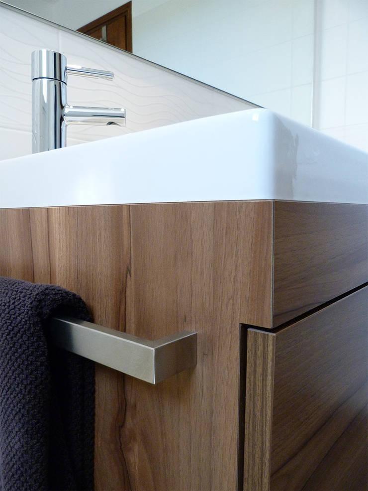 Détail meuble sdb: Salle de bains de style  par Florian PRESLE