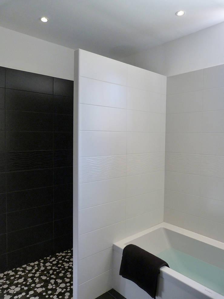 Douche à l'italienne créée: Salle de bains de style  par Florian PRESLE