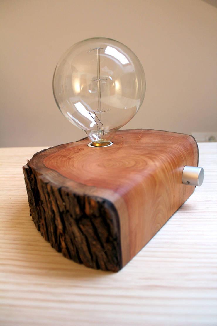 Lámpara Valdueza: Hogar de estilo  de BRZ wood DESIGN