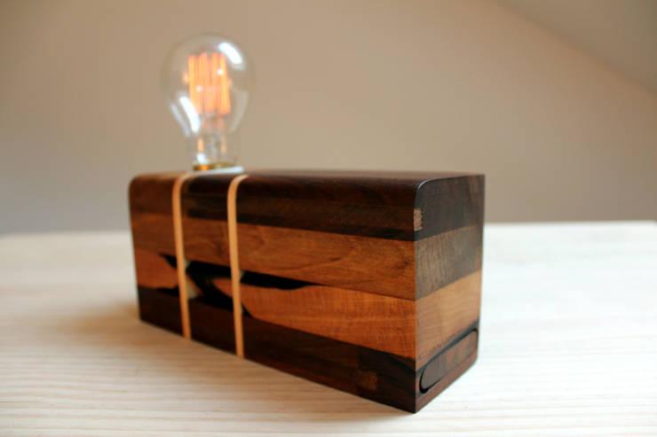 Anllarinos: Hogar de estilo  de BRZ wood DESIGN