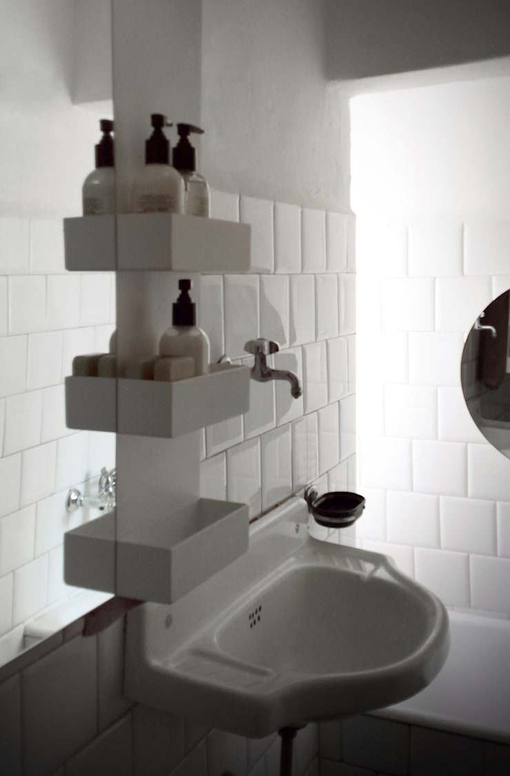 Rectangle & Shelves with Mirror: Bagno in stile  di MG12