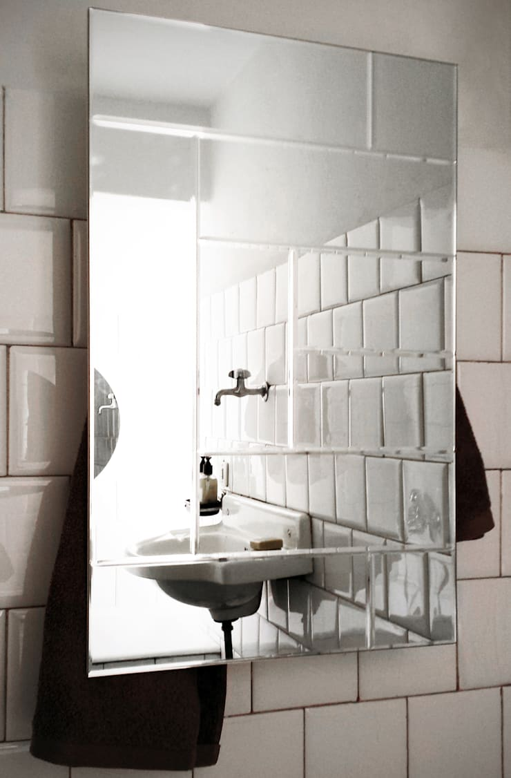 Rectangle with Mirror: Bagno in stile  di MG12