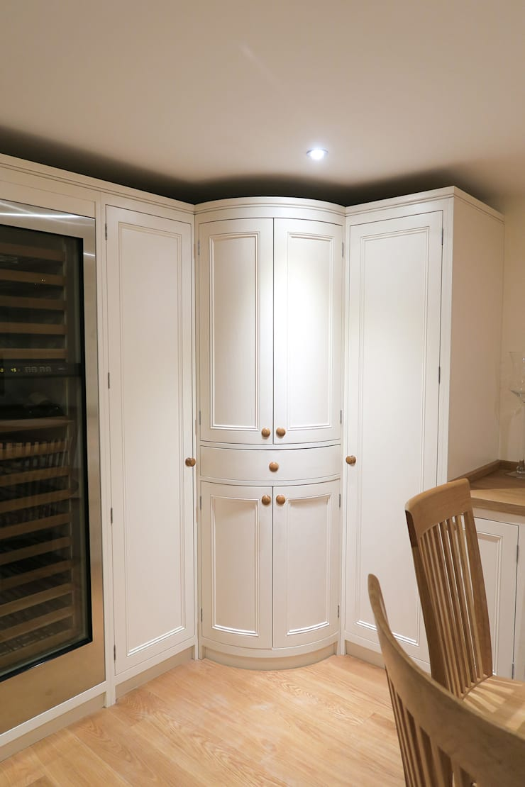 Curved classic English cabinetry:  Kitchen by NAKED Kitchens