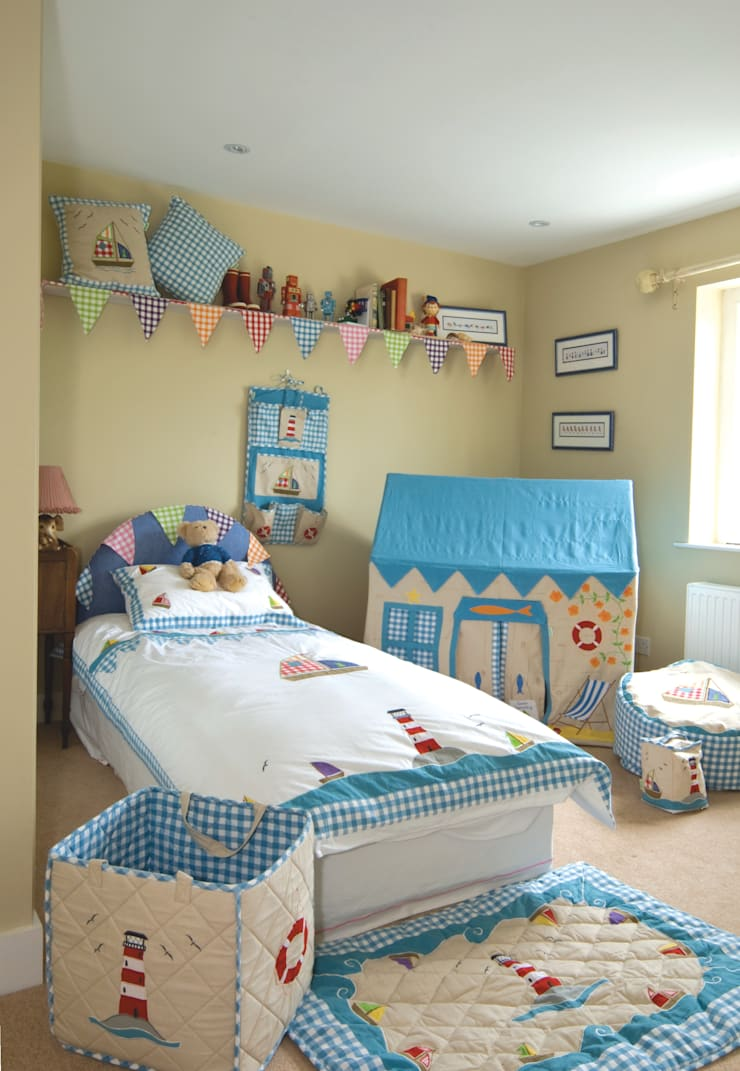 Boat House Small Play House:  Nursery/kid's room by Cuckooland