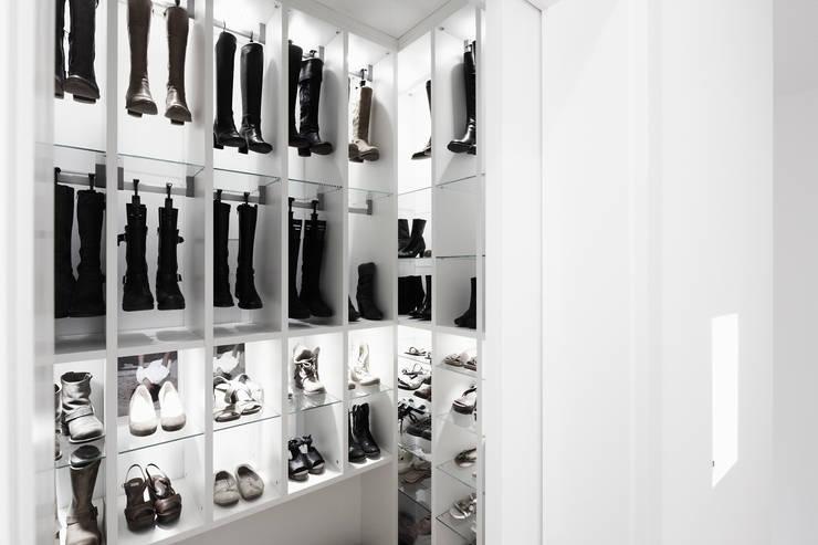 Projekty,  Garderoba zaprojektowane przez HOME Schlafen & Wohnen GmbH