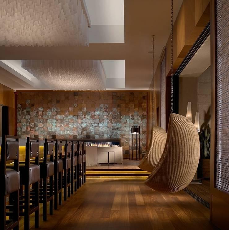Inbi bar & lounge with fireplace:  Hotels by MKV Design