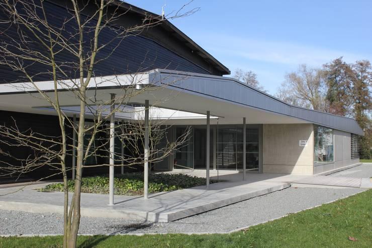 Création d'un Club House.: Salle de sport de style  par Christian Larroque
