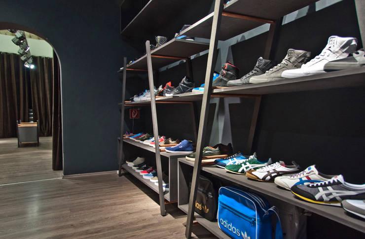 Numelo Flagship Store:  Geschäftsräume & Stores von Studio DLF,Industrial