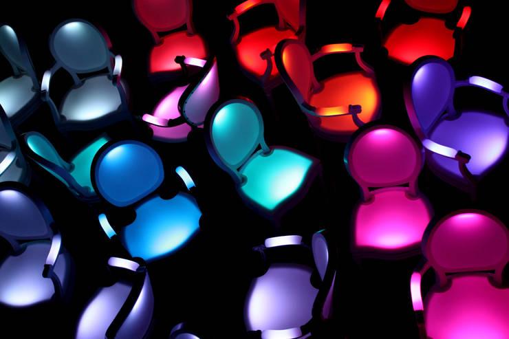 Chaise Lumineuse: Maison de style  par Philippe Boulet