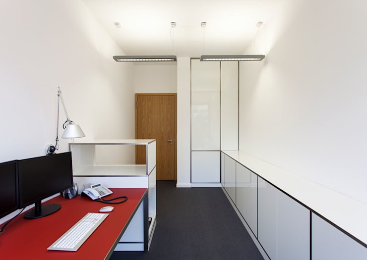 Arbeitszimmer :  Bürogebäude von IONDESIGN GmbH,Modern