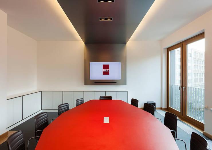 Konferenzraum:  Bürogebäude von IONDESIGN GmbH,Modern